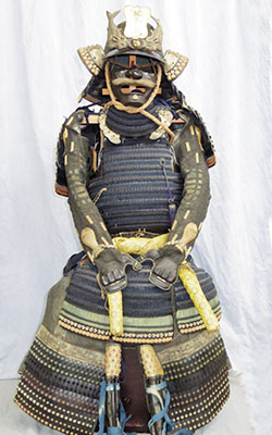 Japanese Antique Suit of Armor (suhama mon) Picture
