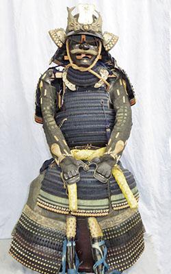 Japanese Antique Suit of Armor (suhama mon) Picture