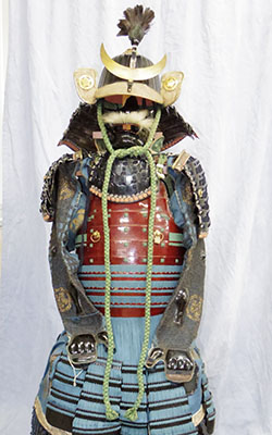 Japanese Antique Suit of Armor (maru_ni kikyoumon) Picture