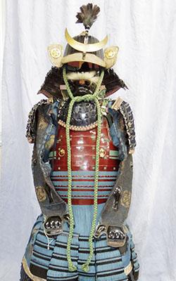 Japanese Antique Suit of Armor (maru_ni kikyoumon) Picture
